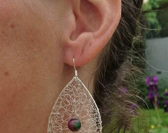 Jade silver plated earrings. Drops earrings. Red green earrings. Wire crochet jewelry made in France. Zen earrings.