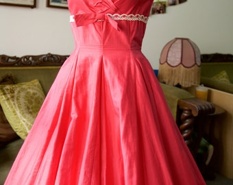 1950s pink dress with full skirt