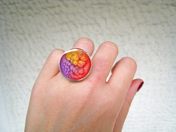 Red yellow purple ring, multicolor ring, psychedelic jewelry, resin ring, round solitaire ring, coachella ombré tie dye boho chic jewelry