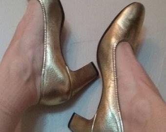 Vintage 1960s Gold Lame Heels, Vintage 60s Glam, Vintage Glam, Gold Metallic Heel, Gold Shoes, Size 7 Gold Shoe, 6.5 Gold Shoe, Gold Heels