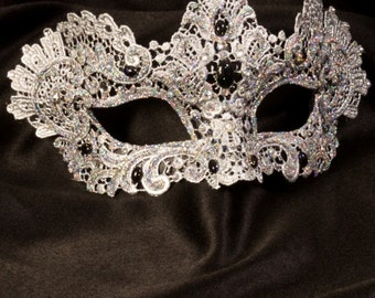 Venetian Mask | Macramé