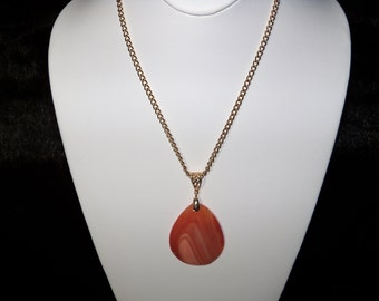 A Lovely Orange Striped Onyx Agate Pendant Necklace. (201792)