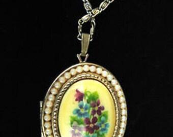 Vtg Avon Locket Sweet Violets Porcelain Handpainted Faux Pearls 1973