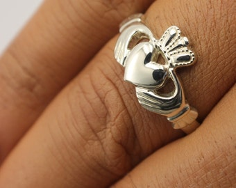 Ladies Sterling Silver Claddagh Celtic Ring