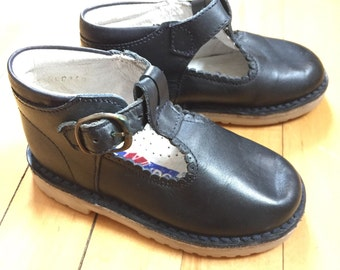 Vintage 1980s Girls Navy Blue Leather T Strap Mary Janes Shoes!