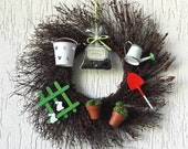 Gardener wreath, gardener gift idea, green thumb friend gift, backyard wreath, garden themed wreath, garden themed decor, backyard decor