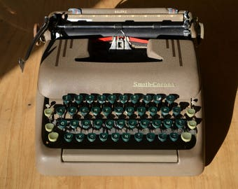 Working Typewriter - Smith Corona Silent - Great Condition - Working Perfectly