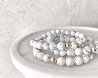 QUINSCO - Matte Large White Howlite Stretch Bracelet with Silver, Gold, or Rose Gold Hardware - White Marble