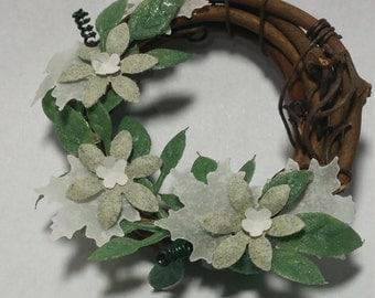 "1:12 Scale Wreath ""B"", Miniature Wreath"