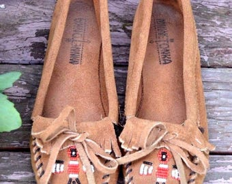 Minnetonka Moccasin Brown Suede Vintage Beaded Bird Boho Bohemian Hippie Fringe Flats 6