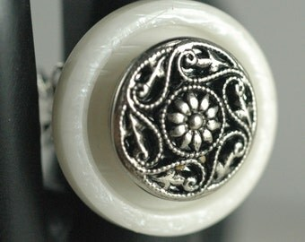 Vintage Opalescence White & Silver Flower Button Ring