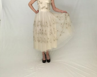 Vintage 1950s party dress women xs/ivory white tulle 1950s prom/50s prom dress/midi strapless wedding dress/50s party formal vlv pin-up