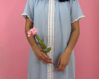 50s Dorothy Gingham Smock Dress with Lace Trim / White and Blue Checkered Trapeze Cotton Summer Nightie / Dress