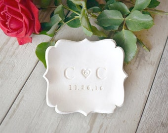 Wedding RING DISH Personalized initials ring holder, custom color ring plate, engagement gift, wedding gift, couples gift, anniversary gift