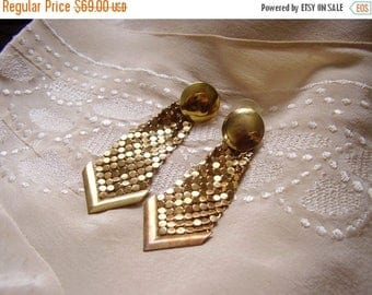 25% off Flash Sale . . . Brass Gold Tone MESH Disco 1970s 70s Dangle Earrings - Vintage