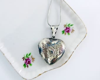 Vintage Etched Heart Sterling Silver Locket Pendant Necklace - Retro Photo Compartment Heart Shaped Locket w/ 925 Serpentine Chain Ca 1960s