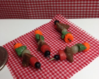 NEW-Miniatures-FREE SHIPPING-#M8-Set of four(4) sish-ka-bobs with carrots,peppers,tomato,meat,onion,olive.Miniature dollhouse scale