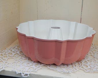Vintage Pink Bundt Pan by Nordic Ware, Salmon Dusty Rose Color Pan, Retro Kitchen, Great for Display