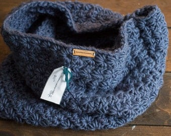 Knit Chunky Cowl // navy blue