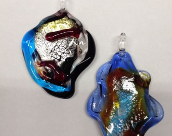 ABSTRACT FORMS: 2 pendants in Murano glass.