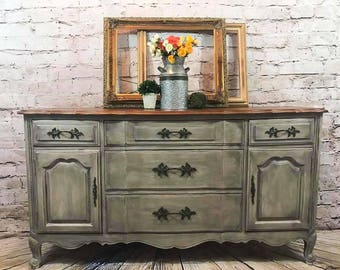 Sold~ If your looking for something similar please message me!Thomasville farmhouse white/grey French provincial buffet/sideboard,tv console