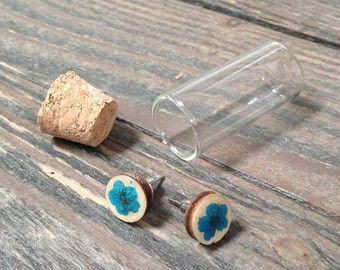 Wood earring with dried pressed flowers and synthetic resin