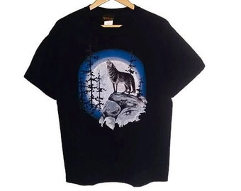Vintage Wolf t-shirt howling at moon Soft Grunge Size Medium