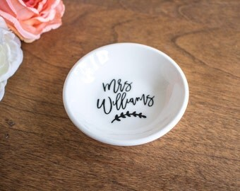 Personalized Mrs Ring Dish - Gift for Bride - Bride to Be Gift - Personalized Ring Dish - Future Mrs Ring Dish - Mrs Ring Dish - Future Mrs