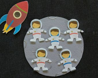 5 Little Astronauts Felt Board Story // Flannel Board Set  // Galaxy // Moon // Outerspace