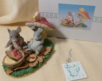 Charming Tails Life's A Picnic With You #83/701 Mouse Figurine Vintage Mouse Figurine Novelty Mouse Cute Mouse Figurine
