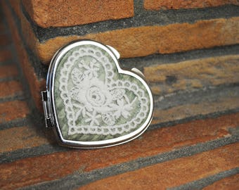 Mirror heart with lace application cream, on fabric Santoro.