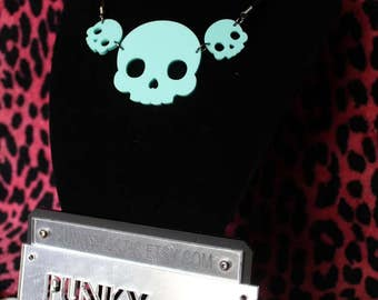 Acrylic 3x skull necklace