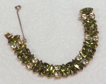 Lovely signed Regency bracelet - olivine with jonquil accents