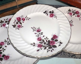 Mid-century (c.1950s) Ridgway Fragrance pattern dinner plate. Red and pink rose blooms, gold, fluted, scalloped edge.