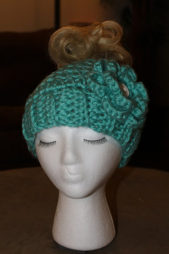 Messy Chunky Beach Waves Easy Tutorial: Chunky Messy Bun Beanine Hat With Flower And Vintage Button