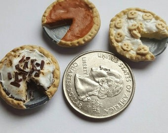 3 piece dollhouse miniature pies
