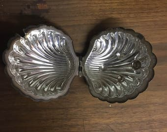 Clam Shell Dish Case