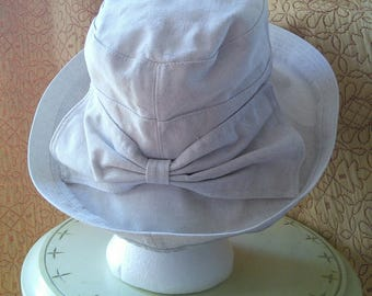 Linen and Cotton brimmed sun hat with back bow // informal and romantic sunhat with bow accent, 1990's
