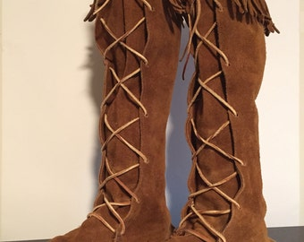 Vintage 1970s MinneTonka Suede Lace-Up Boots with Fringe/Size 9