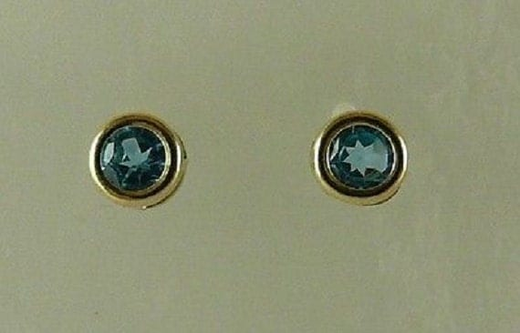 Blue Topaz 0.61ct Stud Earring 14k Yellow Gold