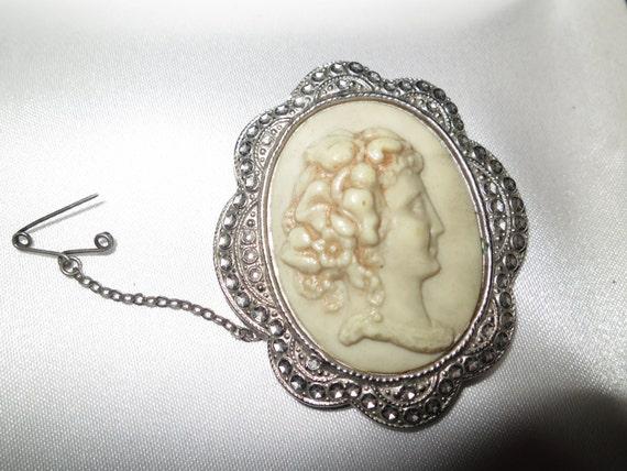 Beautiful vintage Art Deco silvertone hardened plastic fx marcasite cameo lady brooch