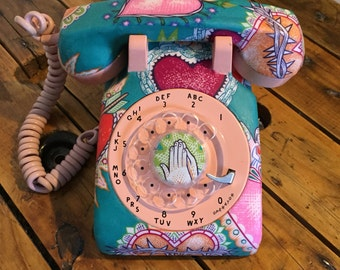 Old phone to dial vintage, old phone to retro antique roulette table pink and turquoise with heart tissue