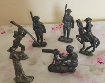 Vintage Lead Toy World War Army Soldiers X 6