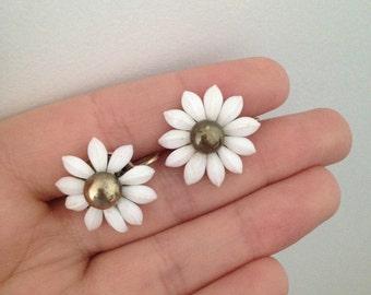 daisy earrings, daisies, screw back earrings, vintage earrings, gold and white earrings, flower earrings