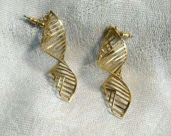 Vintage Gold Tone Dangle Twisted Pierced Earrings 80s