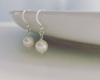 Bridal earrings, Pearl earrings, wedding earrings, Swarovski pearl earrings, bride gift, bridal jewellery, bride, bridesmaid earrings,