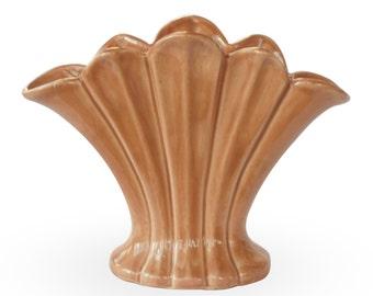 Camark Ceramic Fan Vase (2nd Arkansas Inventory Sticker, USA, 980)