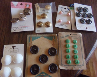 """Vintage Lot of Buttons 8PKT""""S"""