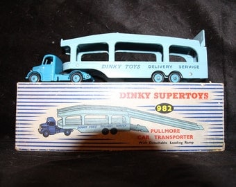 super dinky toy #982  rare with dark blue cab and full ramp in mint shape and box apulmore and transporter