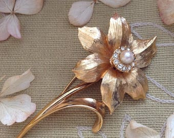 Vintage Marcel Boucher Pearl and Rhinestones Narcissus Flower of the Month Gold Brooch,Marcel Boucher 1960s December Narcissus Flower Brooch